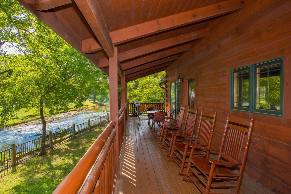 Photo of a Pigeon Forge Cabin named River's Edge - This is the fourth photo in the set.