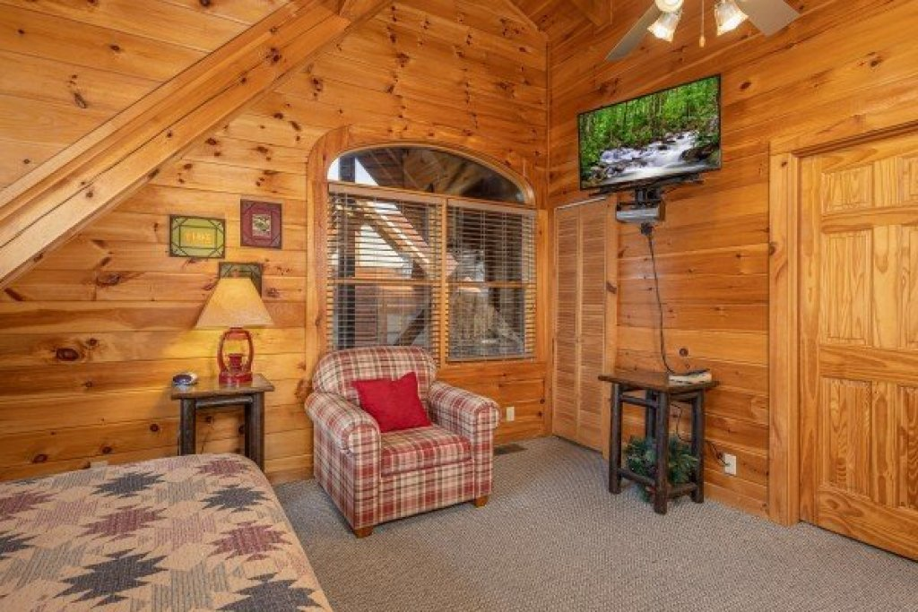 Photo of a Pigeon Forge Cabin named  Fka Cold Creek Camp - This is the twenty-first photo in the set.