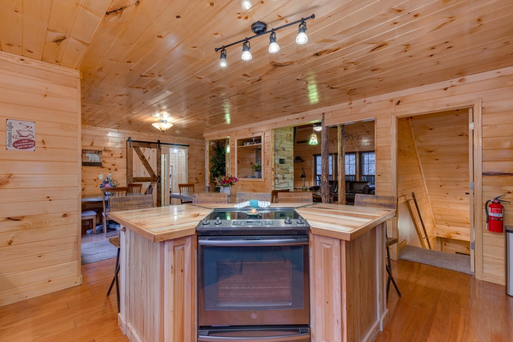 Photo of a Gatlinburg Cabin named Luxury Mountain Lodge - This is the fourteenth photo in the set.