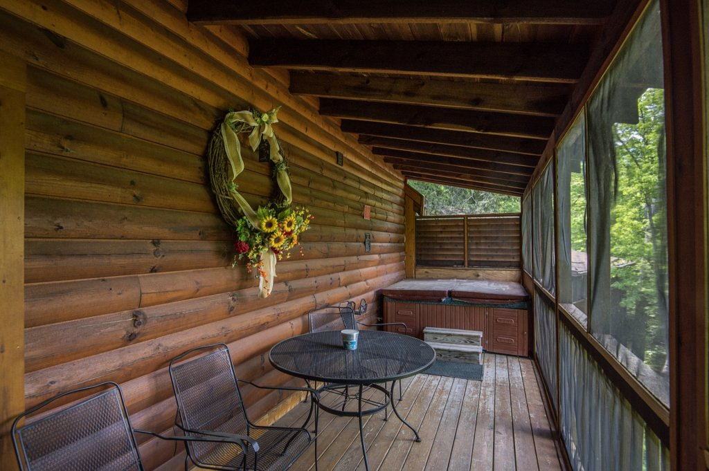 Photo of a Pigeon Forge Cabin named  Al's Nest - This is the twenty-third photo in the set.