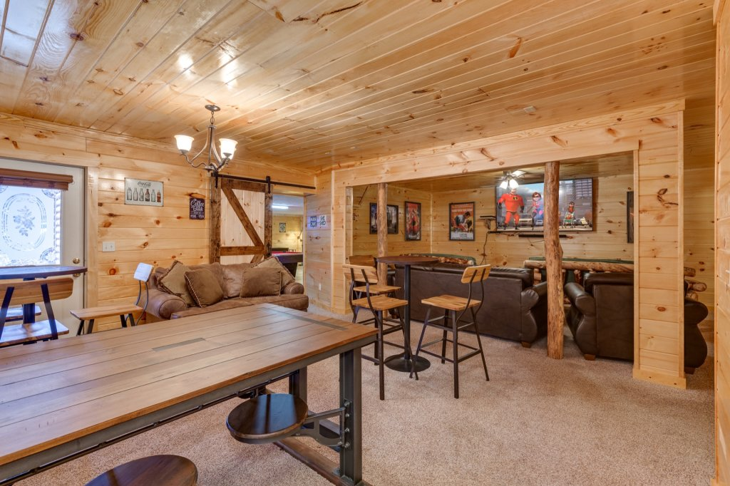 Photo of a Gatlinburg Cabin named Luxury Mountain Lodge - This is the twenty-sixth photo in the set.