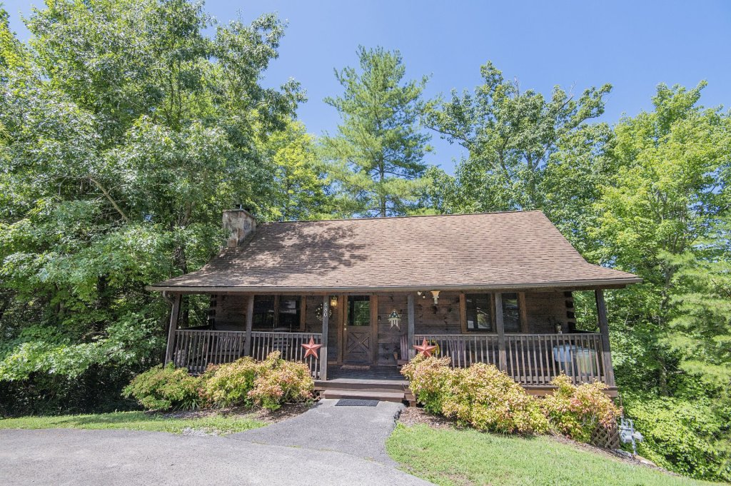 Photo of a Pigeon Forge Cabin named  Smoky Mountain Charm - This is the first photo in the set.