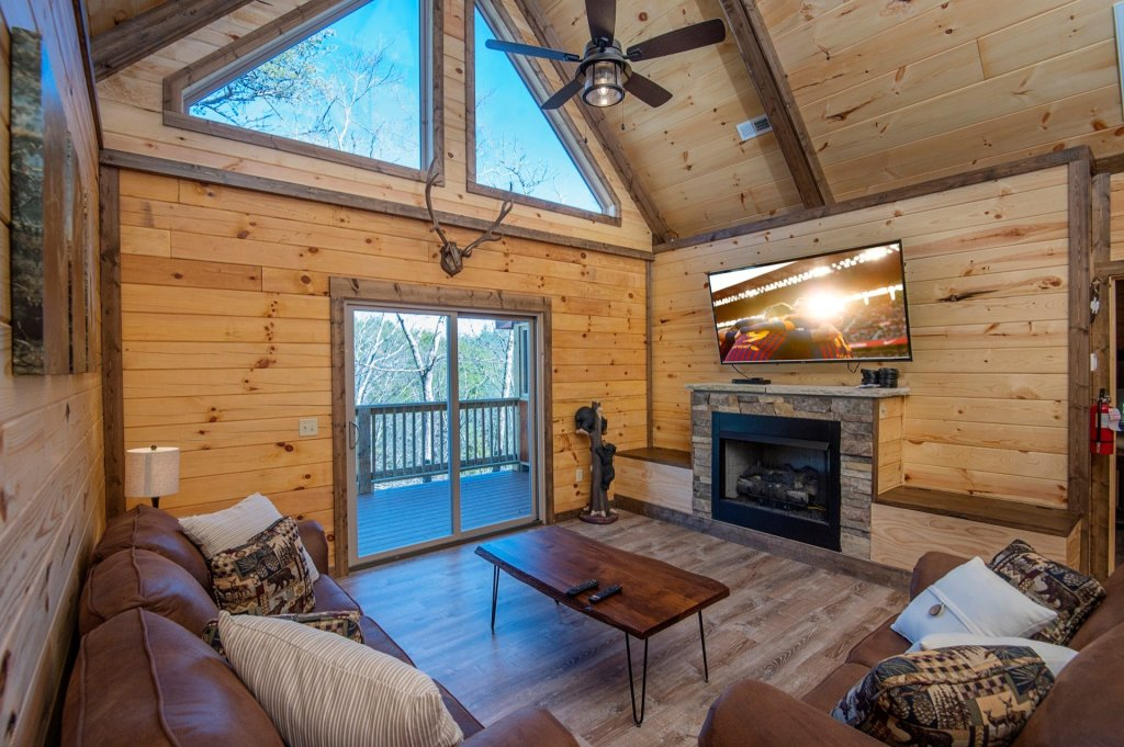 Photo of a Sevierville Cabin named  Smoky Oasis - This is the second photo in the set.