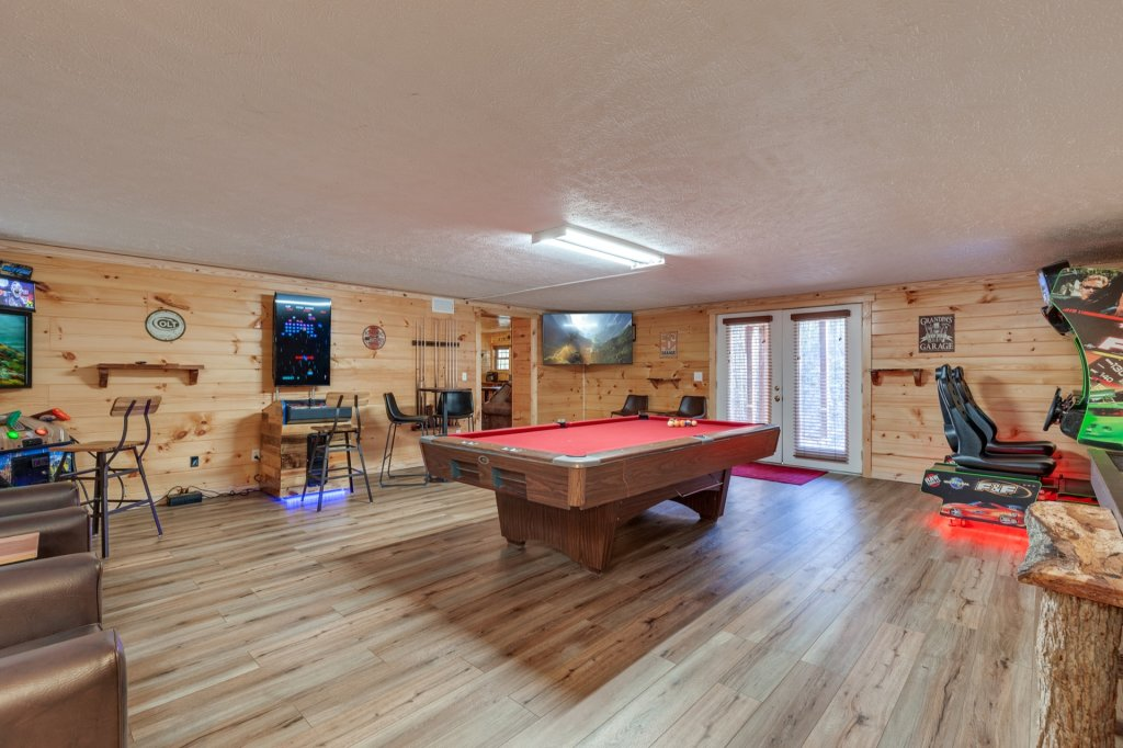 Photo of a Gatlinburg Cabin named Luxury Mountain Lodge - This is the sixteenth photo in the set.