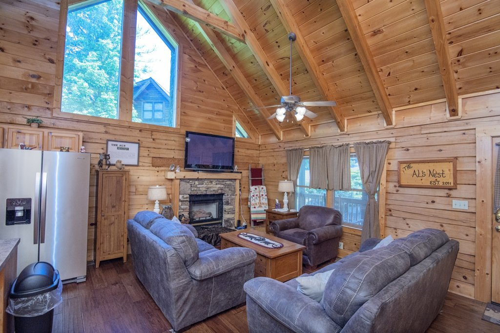 Photo of a Pigeon Forge Cabin named  Al's Nest - This is the fourth photo in the set.