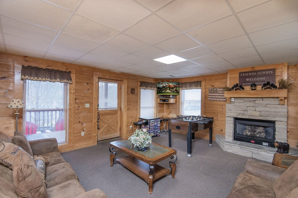 Photo of a Pigeon Forge Cabin named  Six Bear Lodge Cabin - This is the second photo in the set.
