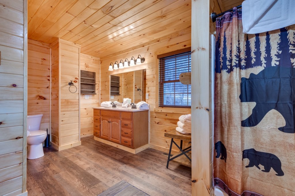 Photo of a Gatlinburg Cabin named Luxury Mountain Lodge - This is the fortieth photo in the set.