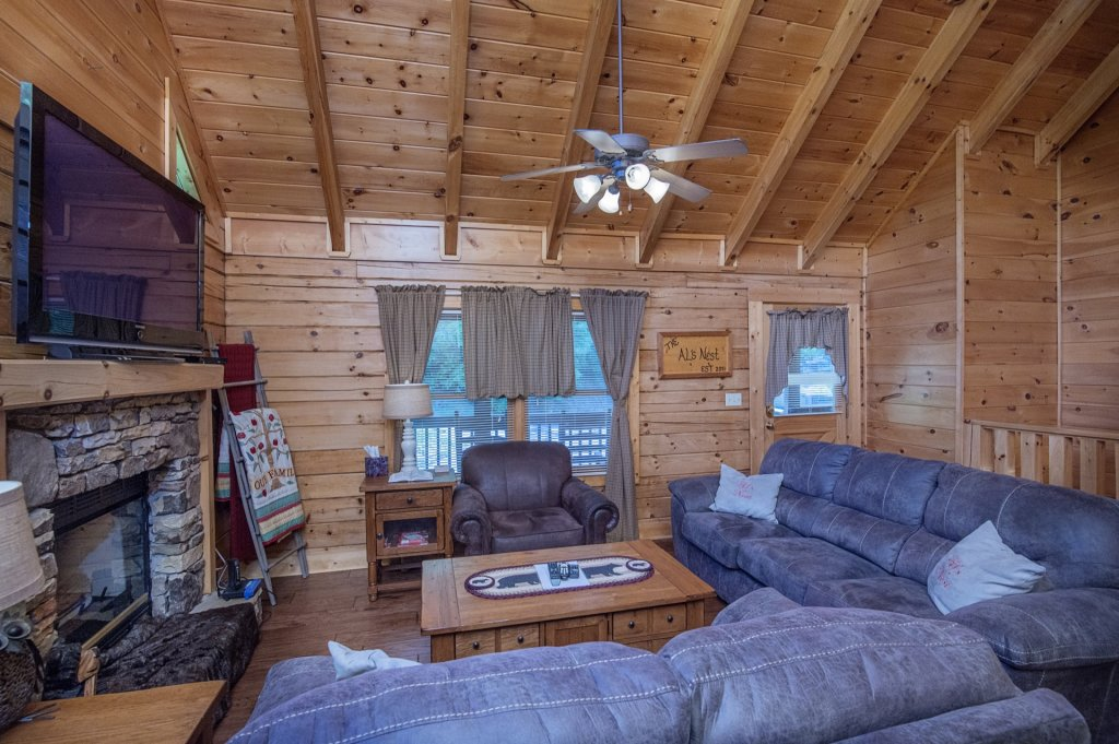 Photo of a Pigeon Forge Cabin named  Al's Nest - This is the fifth photo in the set.