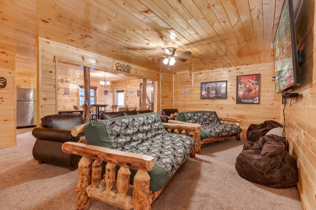 Photo of a Gatlinburg Cabin named Luxury Mountain Lodge - This is the thirty-second photo in the set.