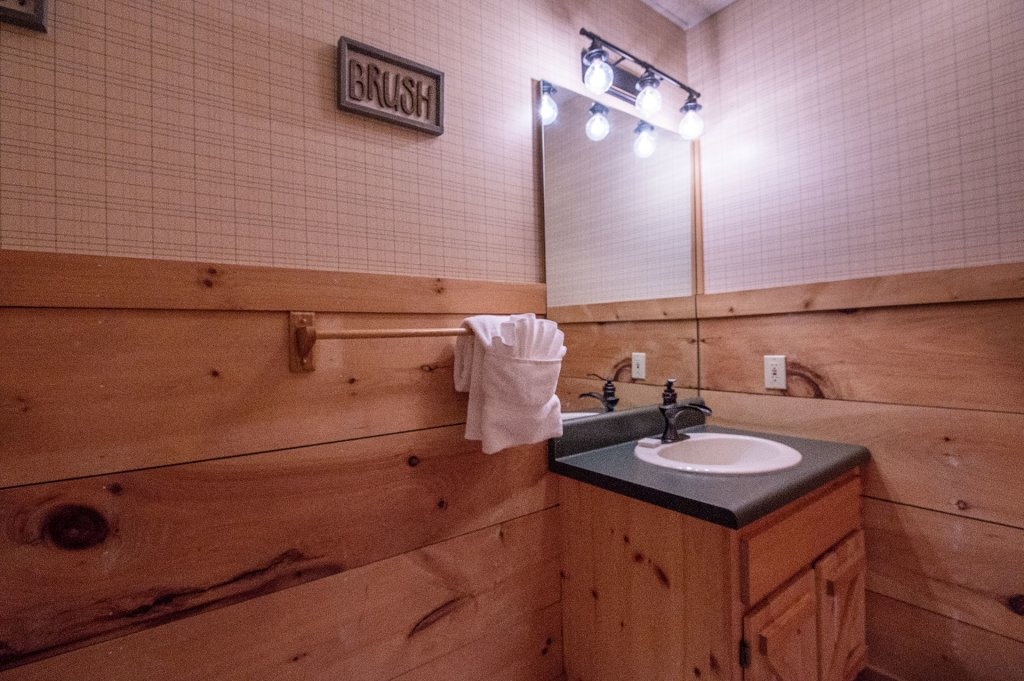 Photo of a Pigeon Forge Cabin named  Six Bear Lodge Cabin - This is the ninth photo in the set.