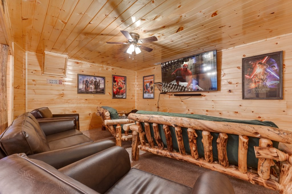 Photo of a Gatlinburg Cabin named Luxury Mountain Lodge - This is the thirty-first photo in the set.