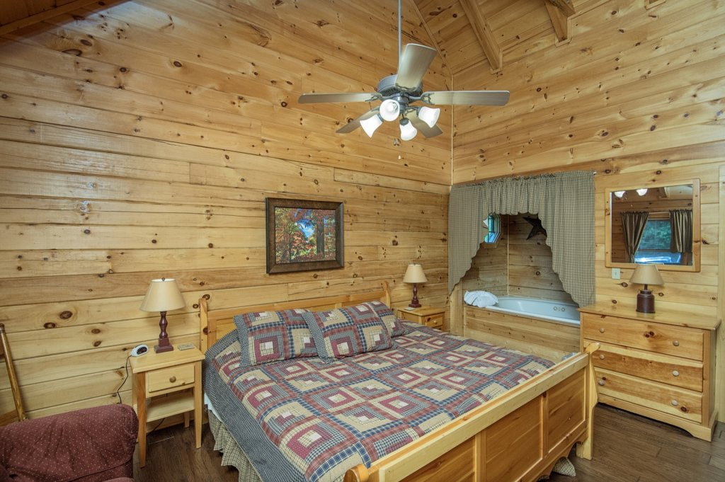 Photo of a Pigeon Forge Cabin named  Al's Nest - This is the ninth photo in the set.