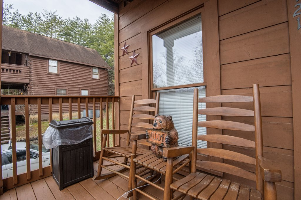 Photo of a Pigeon Forge Cabin named  Six Bear Lodge Cabin - This is the sixteenth photo in the set.