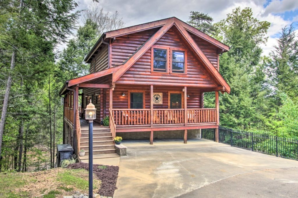 Photo of a Pigeon Forge Cabin named A Stone's Throw - This is the sixth photo in the set.