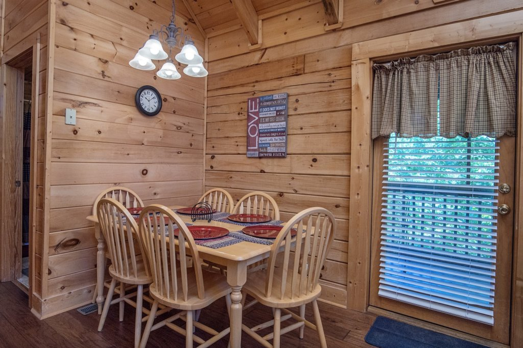 Photo of a Pigeon Forge Cabin named  Al's Nest - This is the seventh photo in the set.