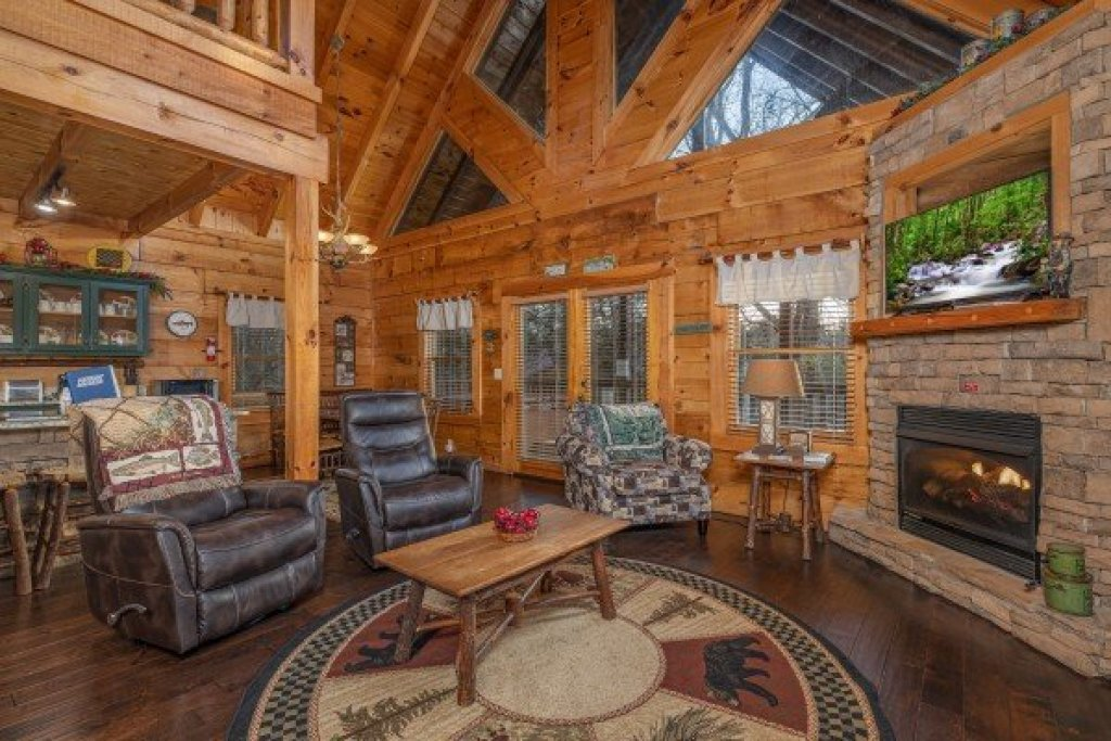 Photo of a Pigeon Forge Cabin named  Fka Cold Creek Camp - This is the second photo in the set.