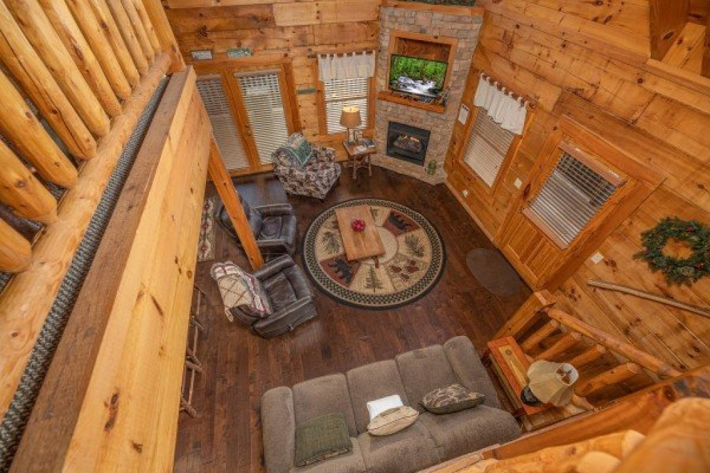 Photo of a Pigeon Forge Cabin named  Fka Cold Creek Camp - This is the twenty-third photo in the set.