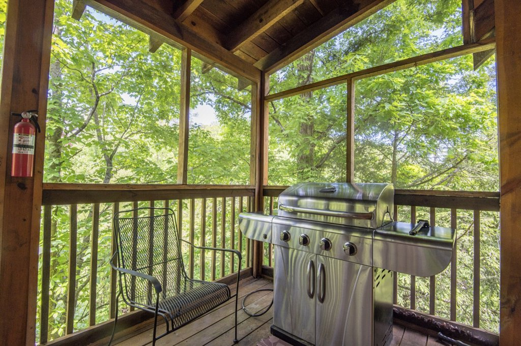 Photo of a Pigeon Forge Cabin named  Al's Nest - This is the twenty-second photo in the set.