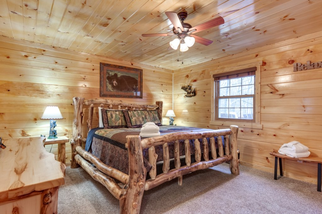Photo of a Gatlinburg Cabin named Luxury Mountain Lodge - This is the forty-eighth photo in the set.