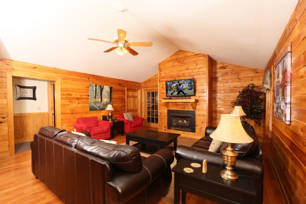 Photo of a Pigeon Forge Cabin named Holly Grove (#1) - This is the fourth photo in the set.