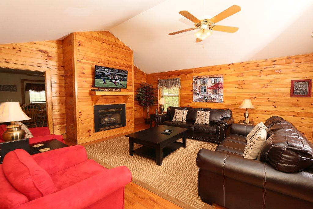 Photo of a Pigeon Forge Cabin named Holly Grove (#1) - This is the third photo in the set.