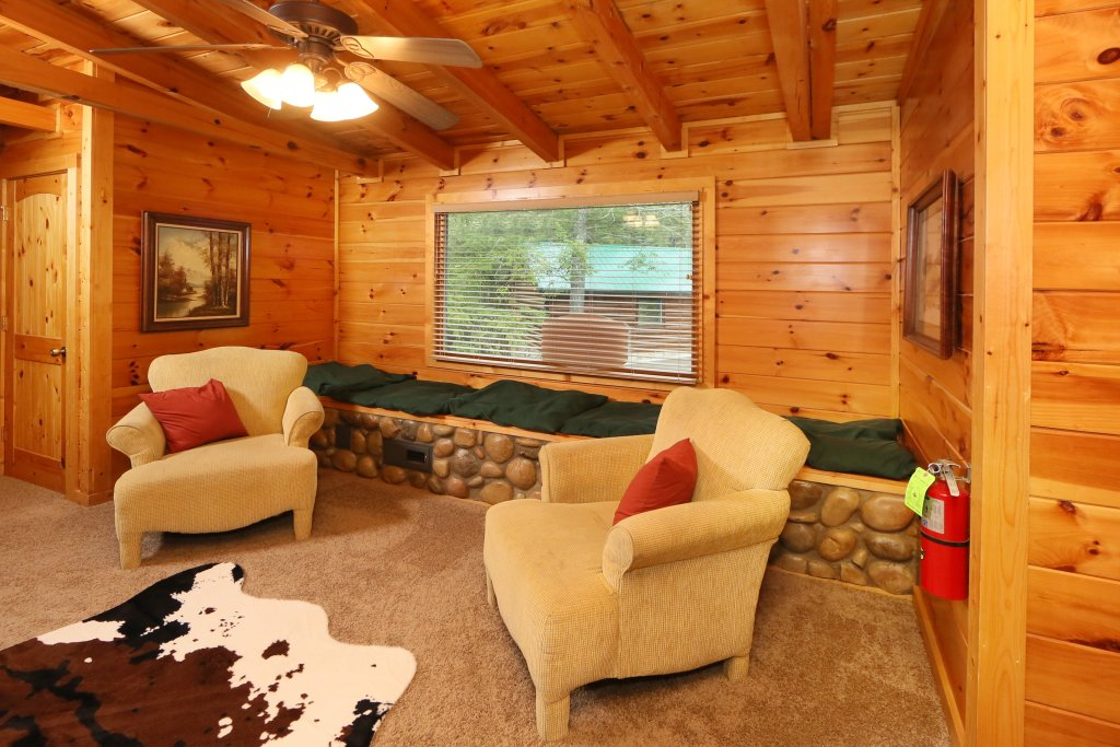 Photo of a Sevierville Cabin named Black Bear Hideaway - This is the fortieth photo in the set.
