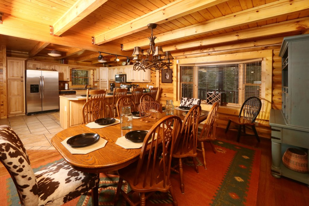 Photo of a Sevierville Cabin named Black Bear Hideaway - This is the forty-sixth photo in the set.