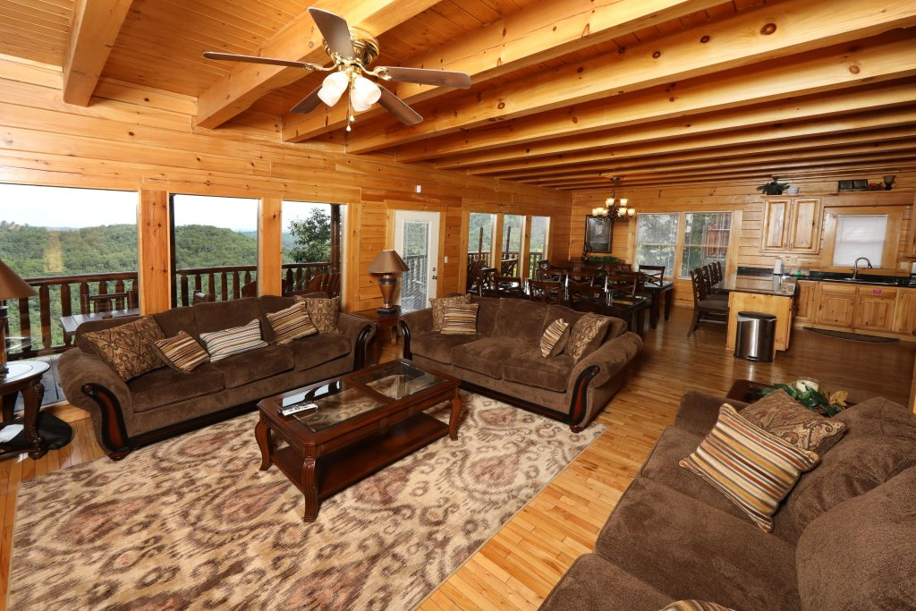 Photo of a Sevierville Cabin named Majestic Mountain Lodge - This is the seventh photo in the set.