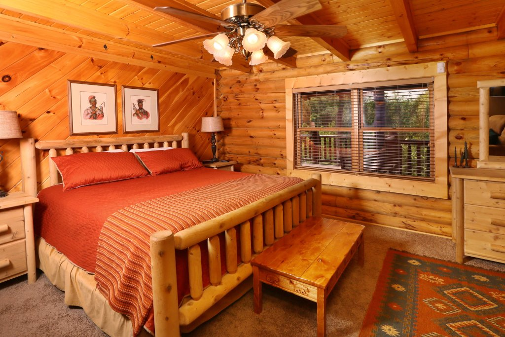 Photo of a Sevierville Cabin named Black Bear Hideaway - This is the twenty-fourth photo in the set.