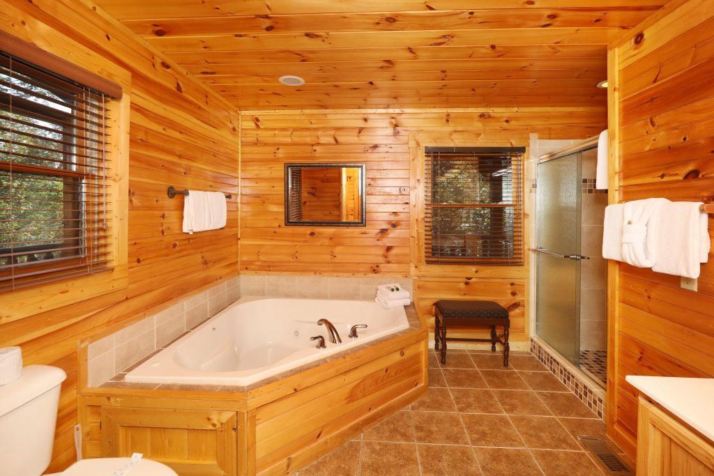 Photo of a Sevierville Cabin named Smoky Bear Manor - This is the twenty-fifth photo in the set.