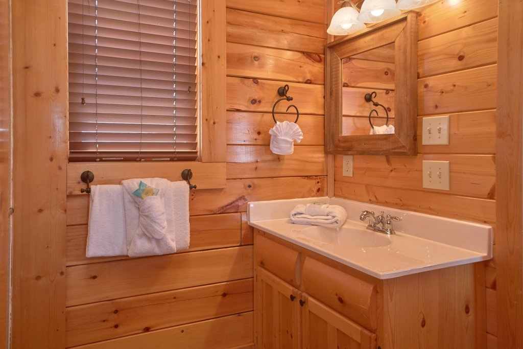 Photo of a Sevierville Cabin named I Can Only Imagine - This is the twelfth photo in the set.