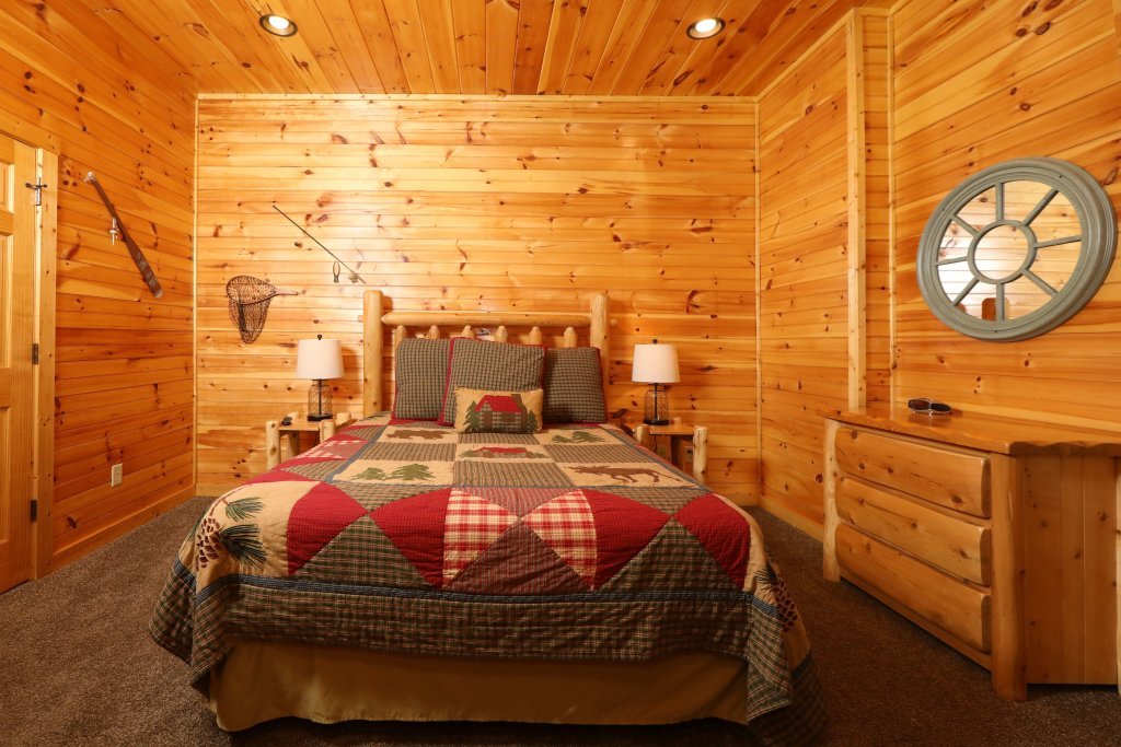 Photo of a Sevierville Cabin named Smoky Bear Manor - This is the forty-third photo in the set.