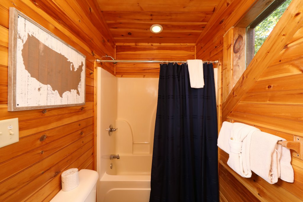 Photo of a Sevierville Cabin named Smoky Bear Manor - This is the forty-seventh photo in the set.