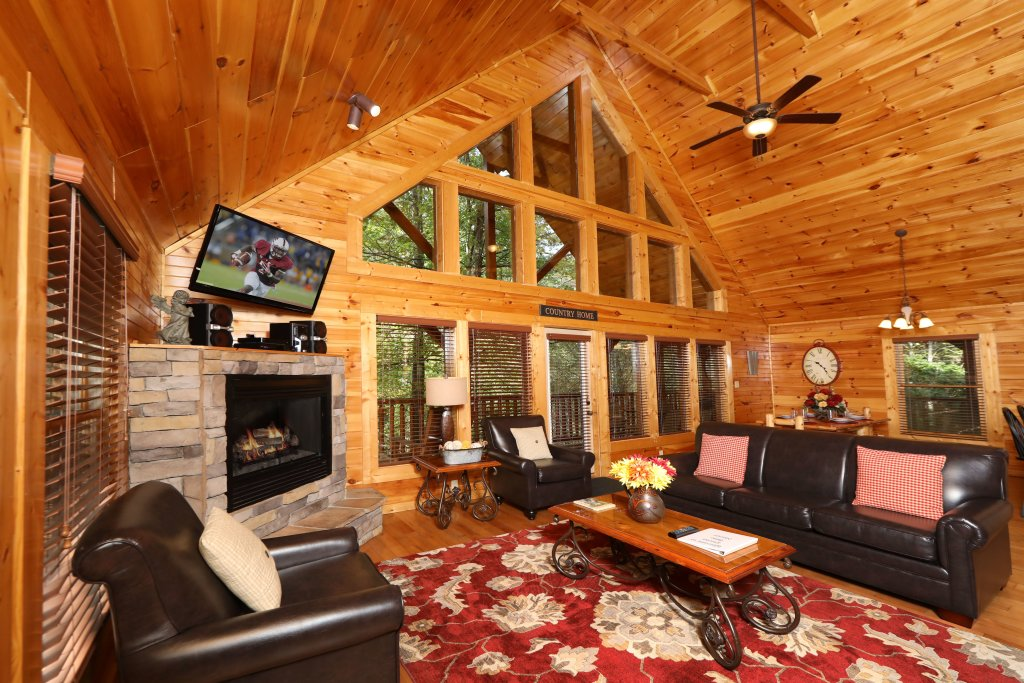 Photo of a Sevierville Cabin named Smoky Bear Manor - This is the twelfth photo in the set.
