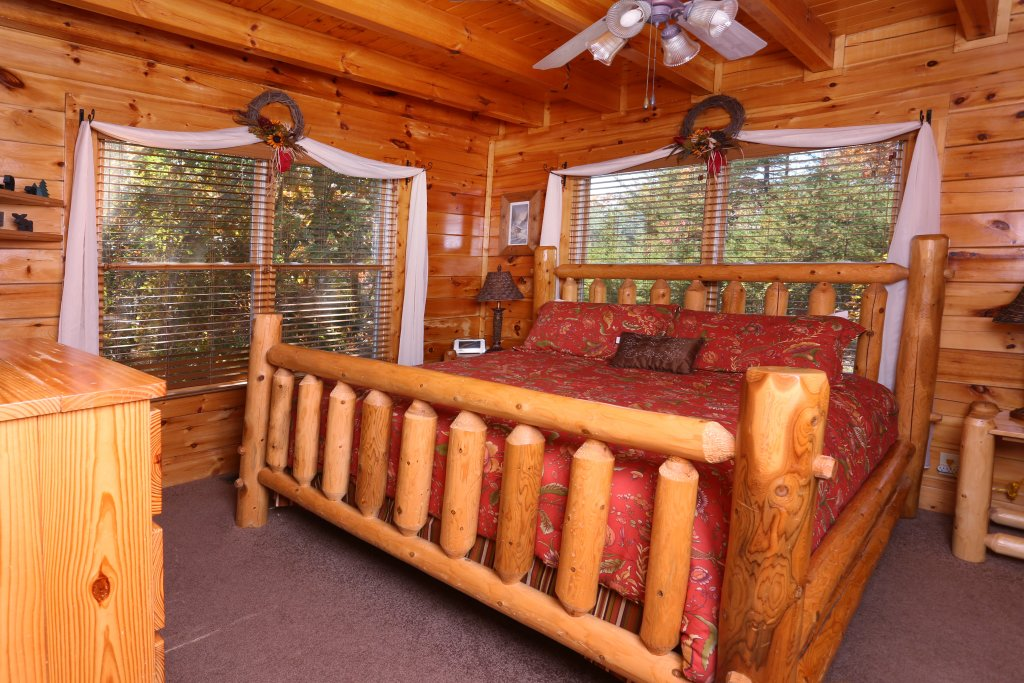 Photo of a Sevierville Cabin named His Amazing Grace - This is the fifth photo in the set.