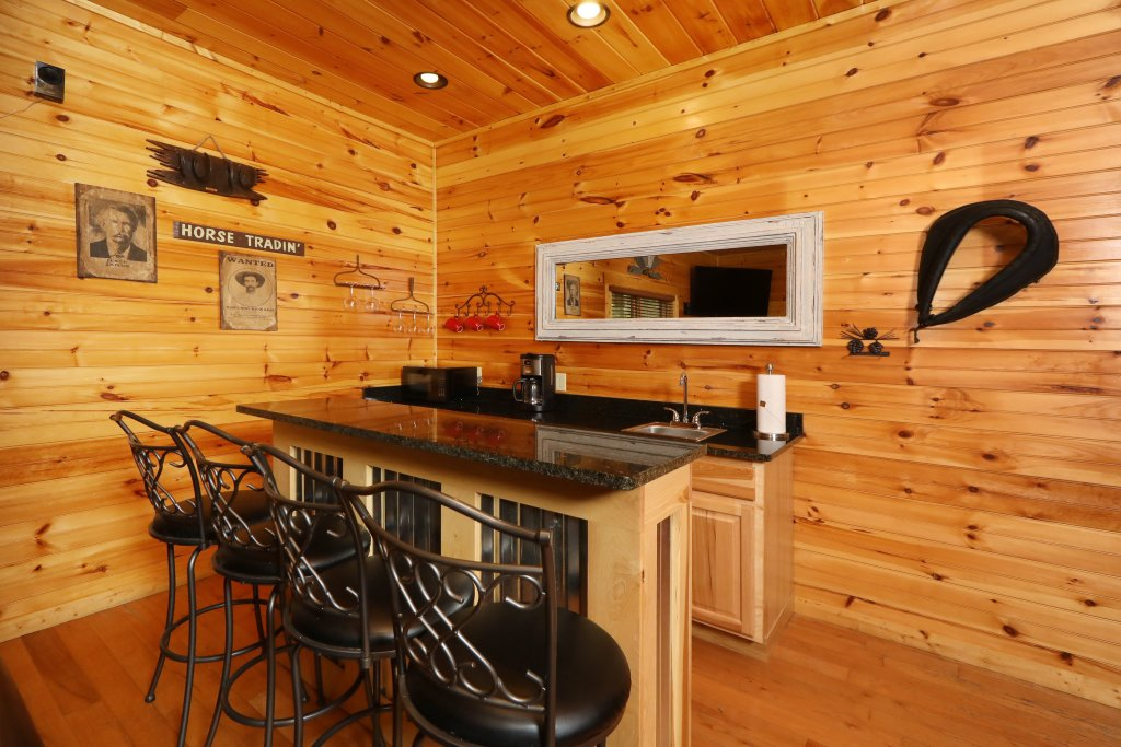 Photo of a Sevierville Cabin named Smoky Bear Manor - This is the sixty-second photo in the set.