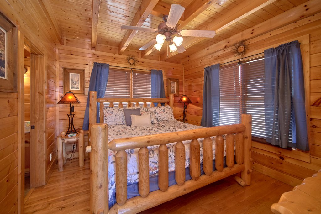Photo of a Sevierville Cabin named I Can Only Imagine - This is the eighth photo in the set.
