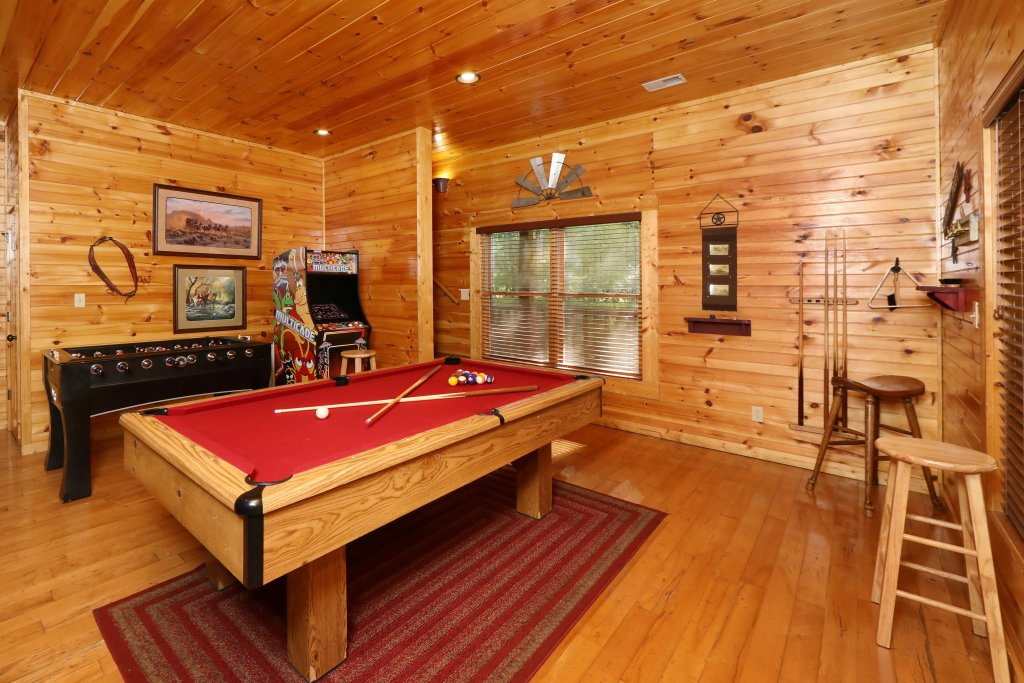Photo of a Sevierville Cabin named Smoky Bear Manor - This is the sixtieth photo in the set.