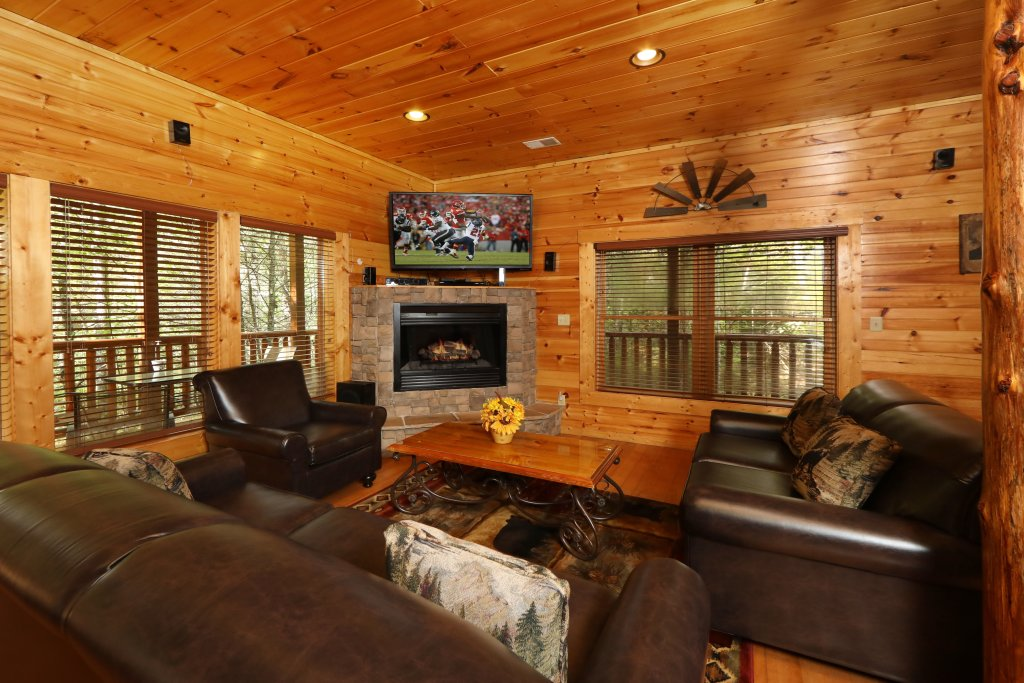Photo of a Sevierville Cabin named Smoky Bear Manor - This is the third photo in the set.