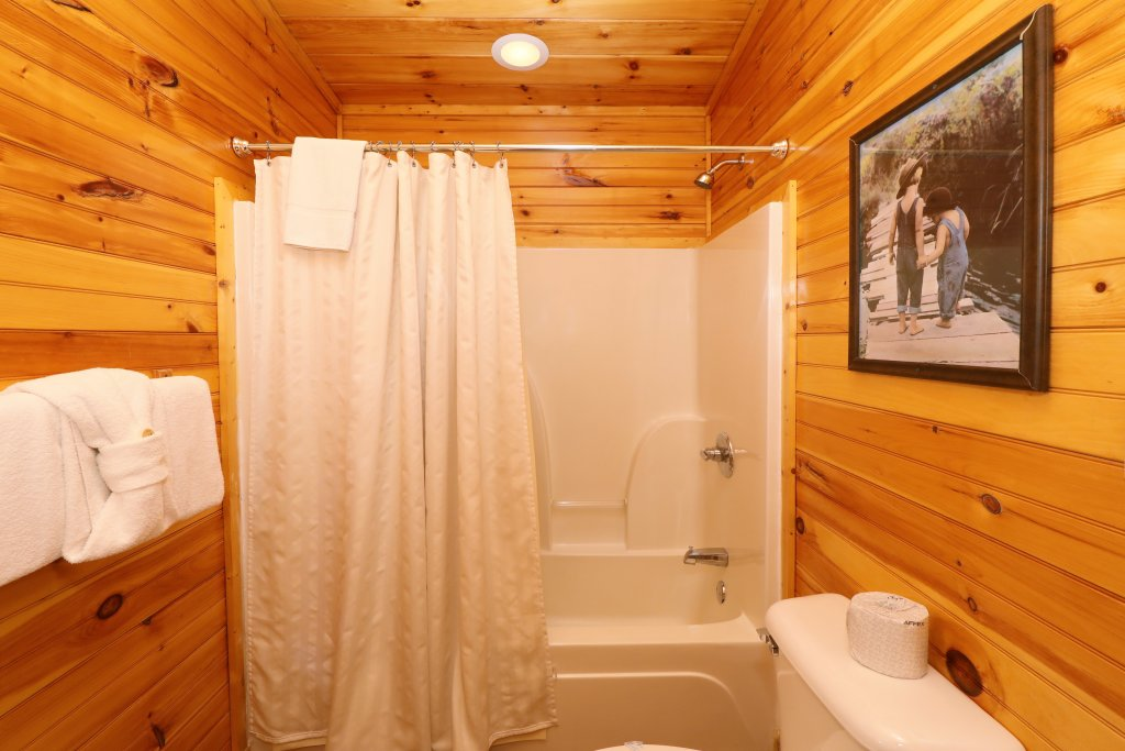 Photo of a Sevierville Cabin named Smoky Bear Manor - This is the thirty-fifth photo in the set.