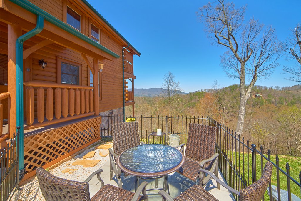 Photo of a Sevierville Cabin named I Can Only Imagine - This is the forty-second photo in the set.