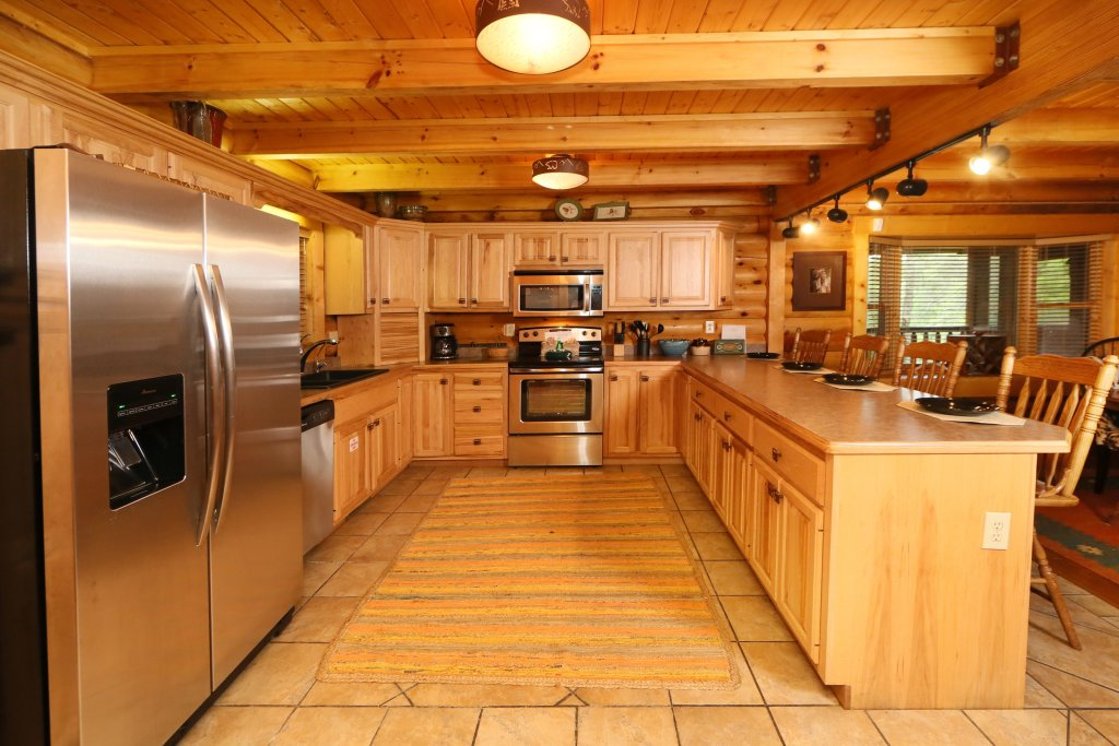 Photo of a Sevierville Cabin named Black Bear Hideaway - This is the fiftieth photo in the set.