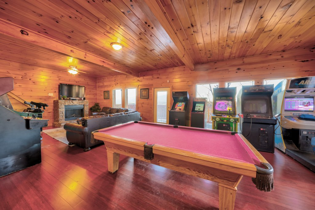 Photo of a Sevierville Cabin named Majestic Mountain Lodge - This is the one hundred and sixteenth photo in the set.