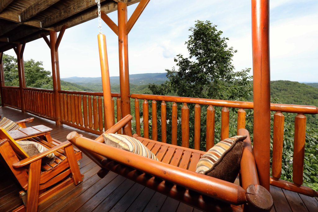 Photo of a Sevierville Cabin named Majestic Mountain Lodge - This is the seventy-second photo in the set.