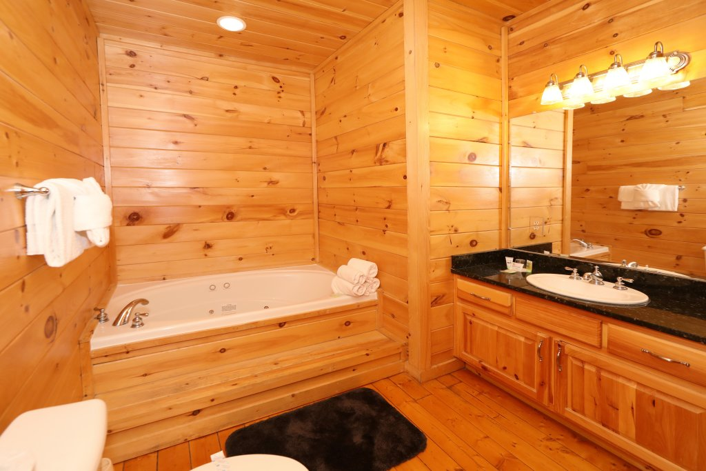 Photo of a Sevierville Cabin named Majestic Mountain Lodge - This is the one hundred and third photo in the set.