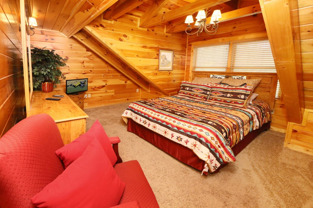 Photo of a Sevierville Cabin named Black Bear Hideaway - This is the twentieth photo in the set.