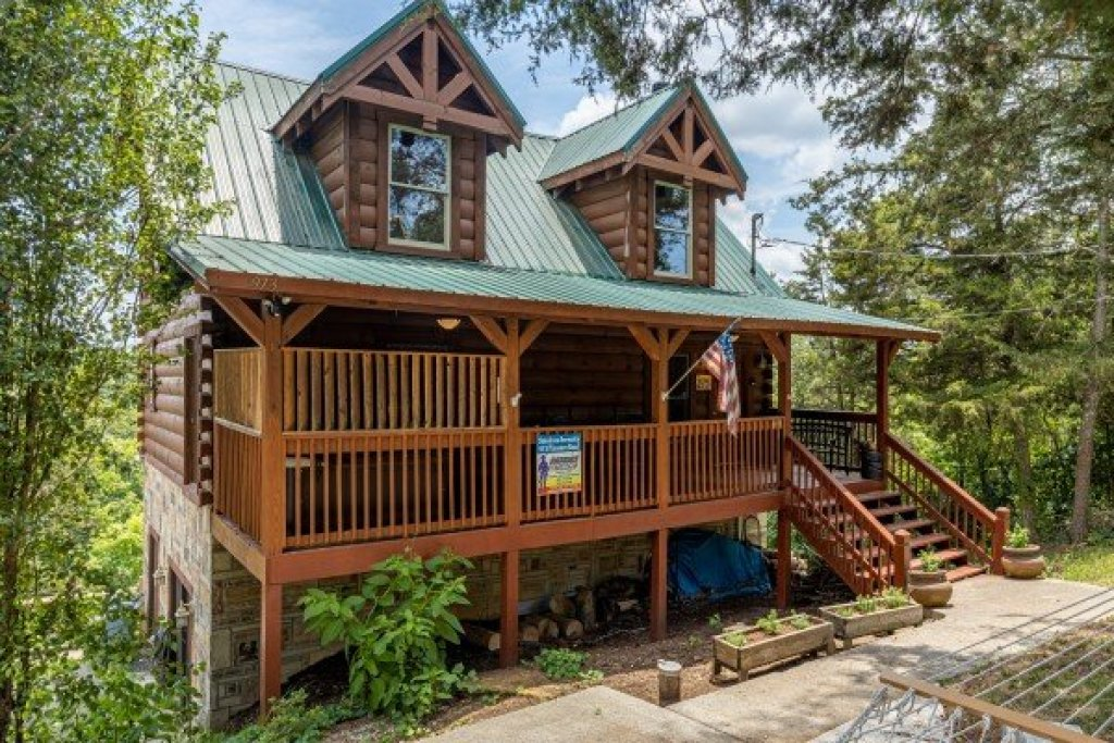 Photo of a Sevierville Cabin named Smokies Serenity - This is the fourth photo in the set.