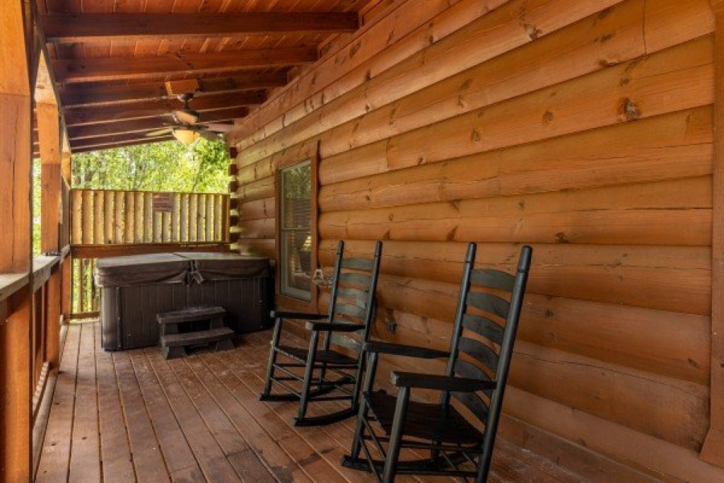 Photo of a Sevierville Cabin named Smokies Serenity - This is the sixth photo in the set.