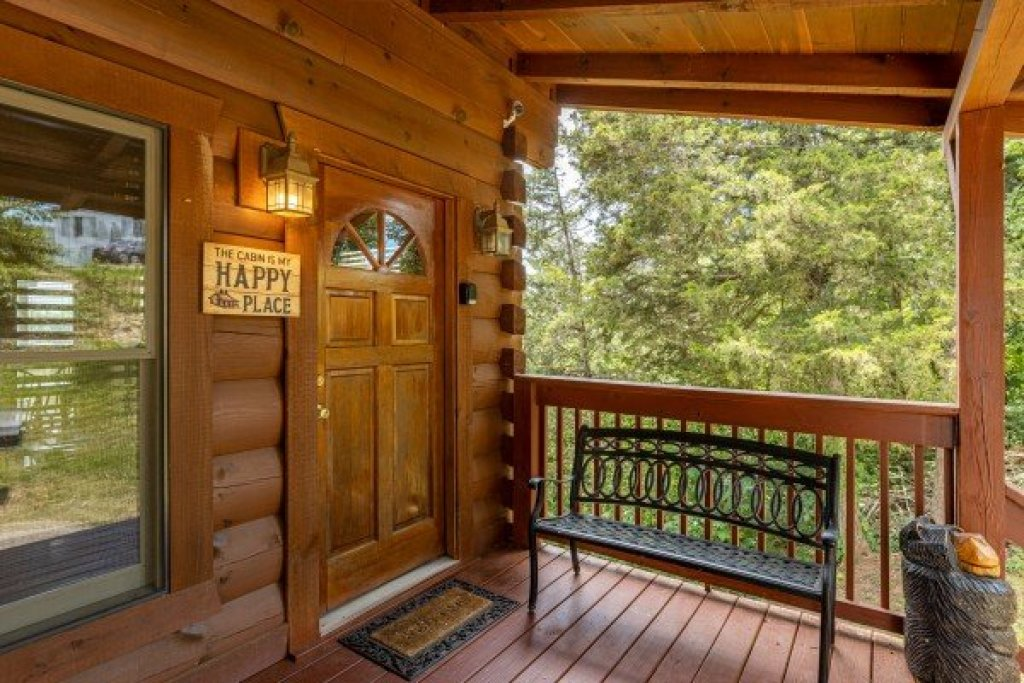 Photo of a Sevierville Cabin named Smokies Serenity - This is the fifth photo in the set.