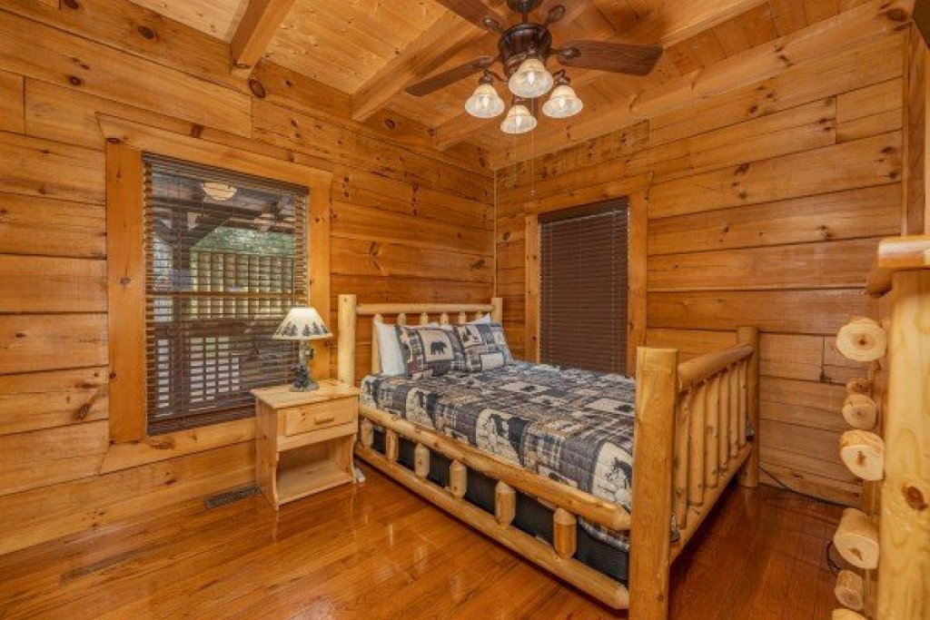 Photo of a Sevierville Cabin named Smokies Serenity - This is the eighteenth photo in the set.